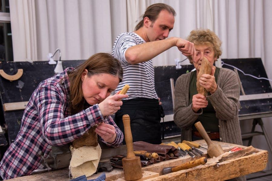 Snijden beeldhouwen hout ivdc 6